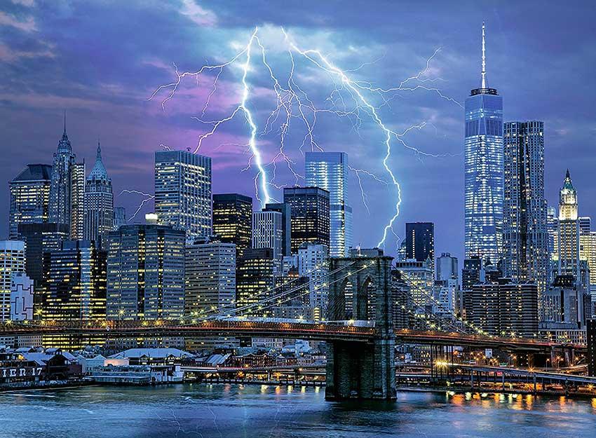 Puzzle Ravensburger Trueno Sobre Nueva York Fosforescente de 500